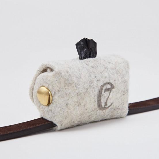 Pochette sacs à crottes pour chien en feutrine - gris